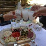 Ouzo: caratteristiche, storia e ingredienti del liquore greco